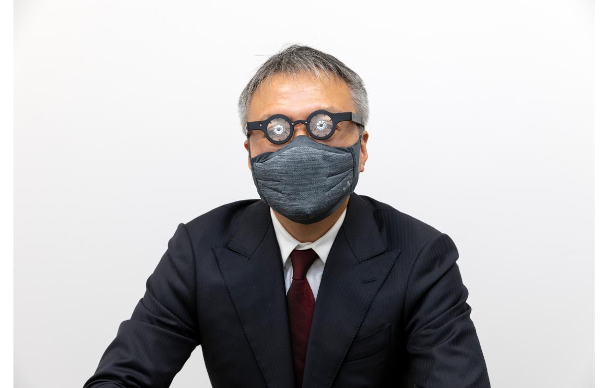 クボタメガネをかける窪田さん